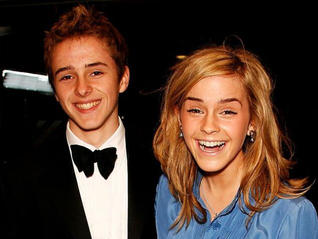 Celebrities and Their Siblings (84 pics)