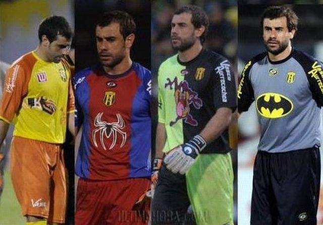 Pablo Aurrecochea - The Most Extravagant Goalkeeper in the World (11 pics)